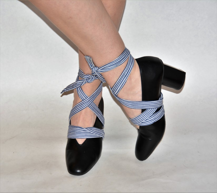 Easy DIY: Lace UpShoes